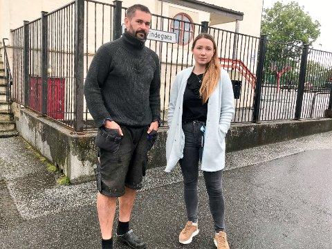 BOKMÅL: Ørjan Sundal og Samira Saldic er to av foreldra som ønsker seg bokmålsklasse ved Florø barneskole.. Samira fortel at ho ikkje har fått nokon tilbakemelding på hennar ønske. Ho veit ikkje om hennar ønske har blitt registrert.