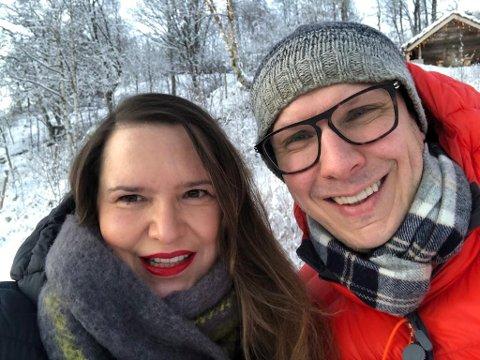 SKIFTAR ARBEIDSSTAD: Falk Tewes har fått ei ny stilling i Lotteri- og stiftelsestilsynet i Førde. Her saman med sambuar Christiane Ulriksen, som jobbar marknadsansvarleg og forretningsutviklar i Enivest.