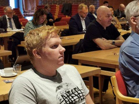 OPPSIKTSVEKKANDE:  Daniel Henriksson og Raudt er sjokkerte over at Kinn kommune ikkje fekk sendt saka over til Statsforvaltaren før i mai, ettersom saka blei behandla på kommunestyremøtet i desember.