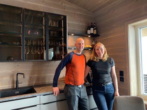 PANORAMA: Sunnfjordingane Ole Jacob Endestad (43) og Liv Hjørdis Ullaland (39) har det som plomma i egget i sin sin heilt nye leilegheit i Hodlekve.