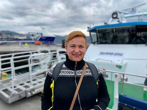 NYTT TILBOD: Pilegrimscruiset hadde testtur med M/S Skorpefjord i mai, og Marita Solheim i Visit Fjordkysten kunne nøgd slå fast at test-gjestane let særs vel om turen. Foto: Per Øyvind Helle