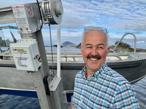AVDELINGSLEIAR: Roald Svarstad er avdelingsleiar for prosjektgjennomføring i Linja. Han er glad for at aluminiumsbåtane dei brukar til arbeid i skjergarden no har fått eit flott kaianlegg som base.