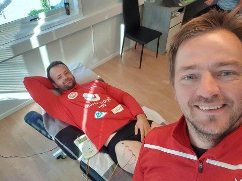 VED GODT MOT: Kristian Vårdal (t.v.) og Benjamin Eggen måtte begge innom Kinn fysioterapi etter heimekampen mot Askvoll/Holmedal.