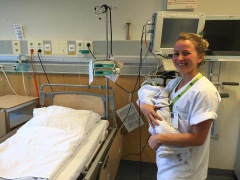 JOBB: Stine Farsund Ulltang er jordmor på Ullevaal universitetssjukehus i Oslo.