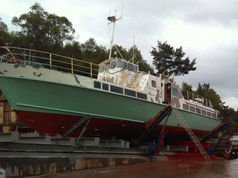 GAMMAL DRAKT: Etter å ha vore «Fjord Viking» sidan 1990, er båten no tilbake i sine opprinnelege fargar.