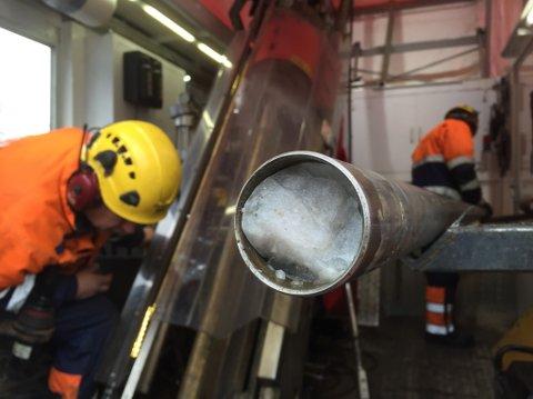 ENGEBØFJELLET: Etter prøveboringa på Engebøfjellet legg gruveselskapet Nordic Mining opp til ei gruve med 21 år kortare levetid enn først tenkt, 70 færre arbeidsplassar, og meir dagbrot.