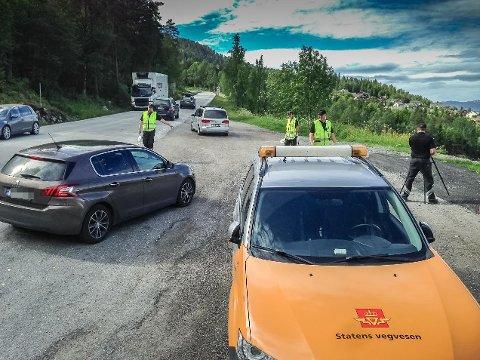 TRAFIKKKONTROLL: Illustrasjonsfoto/arkivfoto frå ein kontroll  på E39 i Halbrendslia over Førde.