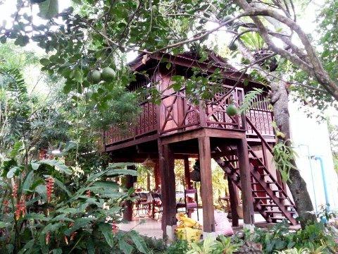 THAILAND: Jim bur i denne hytta på tanta sin eigedom.
