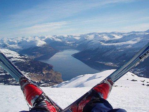 POPULÆRT: Tindefjellet er eitt av fleire populære toppturmål med Svidal som eitt av startpunkta.
