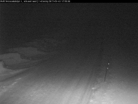 Slik ser det ut på riksveg 52 over Hemsedalsfjellet like før klokka 18.