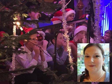 LAGAR JULEKONSERT: Henriette Hatlevoll arrangerer også i år Henriettes julekonsert i Holmedal kyrkje. Bildet er frå julekonserten for eitt år sidan, då julestemninga verkeleg fekk tak i dei frammøtte.