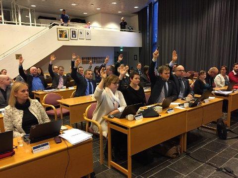 TRONGT: Fylkestinget for Vestland fylkeskommune får ikkje plass i tingsalen på Hermansverk. Her er Sogn og Fjordanes fylkesting på 32 representantar samla.
