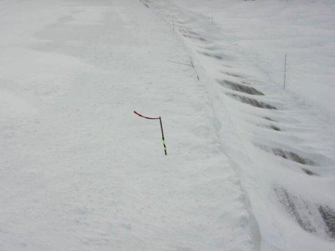 KOLONNEKØYRING: Bilde frå Hestavollen på riksveg 13 over Vikafjell.