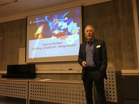 FERSK RAPPORT: Forskar Knut Vareide ser fleire teikn på at ting betrar seg for Sogn og Fjordane.