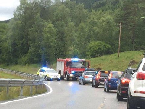 UTFORKØYRING: Ein blå pickup har køyrd av vegen mellom Vassenden og Svidalsneset.