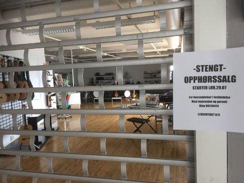 STENGT: Porten er stengd ved Lydsenteret, 27. juli opnar dei igjen for opphøyrssal.