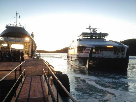 STOR SKILNAD: Skal billettprisen på Sognebåten hevast til Nordfjordbåt-nivå, vil takstauken på dei ulike stoppestadane bli frå 19 til 41 prosent. Biletet er frå Rysjedalsvika.