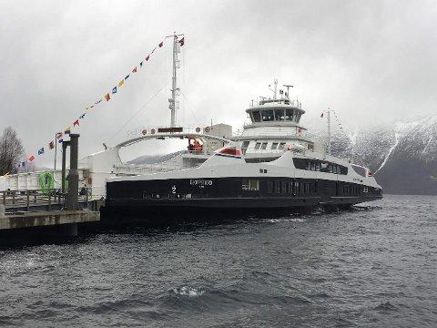 PÅ PLASS: MF Gloppefjord vart onsdag sett i drift på Anda – Lote.