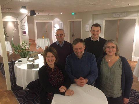 TOPP 5: Framme frå venstre: Hilde Iren Rivedal, Åsmund Berthelsen, Eldrid Skudal. Bak frå venstre: Helge Schei, Jakob Andre Sandal.