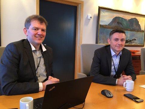 REKORDÅR: Økonomidirektør Frode Vasseth (t.v.) og administrerande direktør Trond Teigene la torsdag fram årsrapporten til Sparebanken Sogn og Fjordane for 2017. For første gong var inntektene over ein milliard.