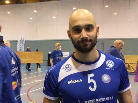 TIL DELS NØGD: Mathias Loftesnes var til dels nøgd med eigen innsats, og lovte han skal bli betre for kvar kamp som går.