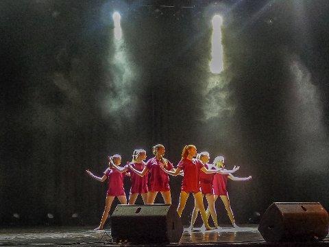 DANS: «Lacuna» frå Førde med Hedda Marie Lid Håvik, Ingrid Anie Natvik Tvedt, Sophie Bruland, Synnøve Kvangarsnes Løland, Thea Kvangarsnes Løland, Vilde Blindheim Bjørnetun er mellom Sunnfjord-ungdomane som får reise til UKM-festivalen i Høyanger.