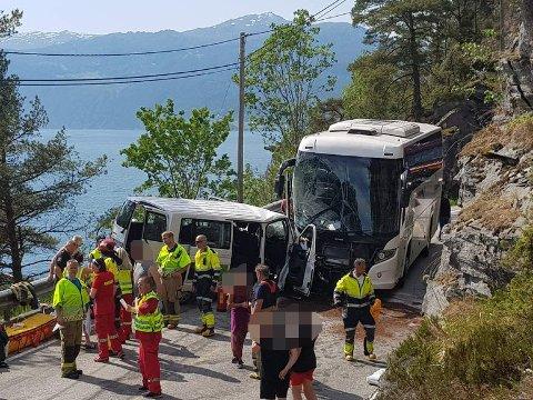 FRONTULYKKE: Fem personar er kritisk skadd etter trafikkulykke på fv. 60.