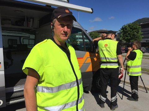 INSPEKTØR: Geir Leon Hetle i Statens vegvesen oppfordrar alle med mopedar og lett MC til å sørge for at eksosanlegga er i orden.