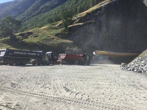 KLAR I 2020: Støylsnestunnelen skal vere ferdig i 2022. Så langt har dei skote seg 3 kilometer inn i fjellet. Total lengde vil bli 8 kilometer.