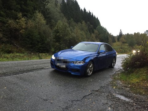 TREFTE HJORT: Slik stod bilen ved Myrmel torsdag morgon.