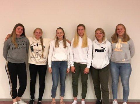 ELEVRÅDSSTYRET: Desse styrer på Mo og Øyrane vgs. Frå venstre Olaug Søvde Berg (17), Ingrid Vangsnes (17), Natalie Ytredal (17), Lene Frøystad (17), Andrine Lundekvam (16) og Mari Helene Kårstad (16). Vangsnes og Kårstad går på høvesvis naturbruk og hest- og hovslagar på Mo, mens dei andre går på linjer på Øyrane.