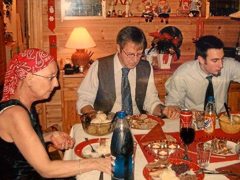 DEN SISTE JULA: F.v. Ruth Furset Tolstadløkken, mannen Odd Magne Tolstadløkken og bror Gisle Andre Tolstadløkken.