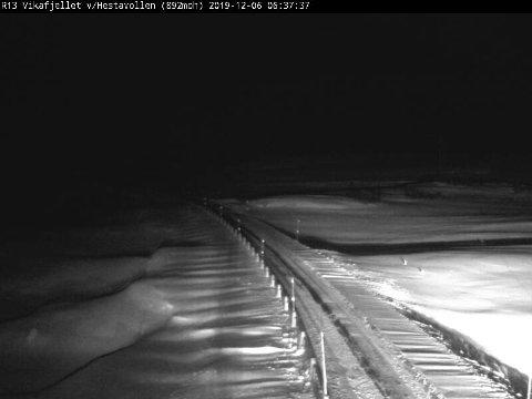 STENGT: Bilde frå Statens vegvesen sitt webkamera på Rv. 13 over Vikafjellet fredag morgon.