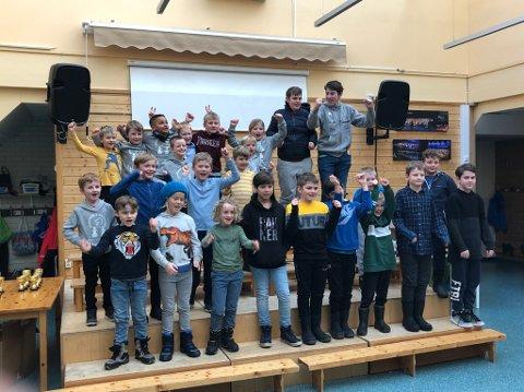 DELTAKARANE: 25 barn og unge var med då sjakklubben på Sandane arrangerte turnering 10. februar.