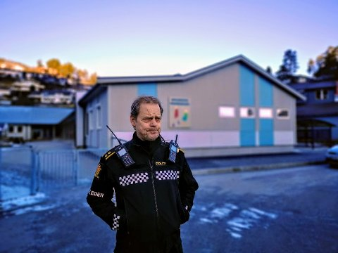 INNSATSLEIAR: Gunnar Englund rykte ut då ein liten gut vart påkøyrd utanfor Halbrend barnehage måndag morgon.