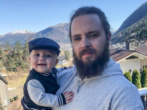 IKKJE DØYPT: Ole Alexander Hamre og sambuaren valde humanistisk namnefest for sonen Luca (6 mnd) (på bildet) og søstra Nova (3 år).