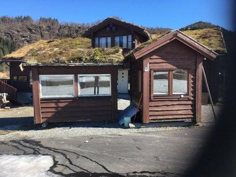 MINIHYTTER: No skal Langeland ski- og fritidssenter kvitte seg med desse to hyttene.