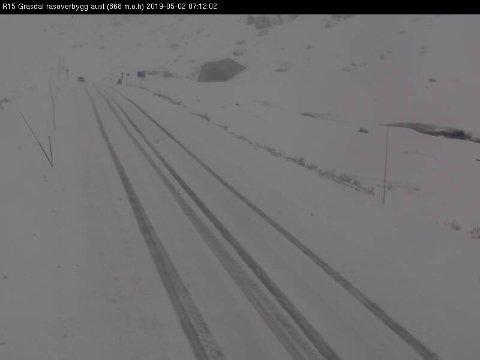 SNØ: Bilde er frå Strynefjellet (Rv. 15 Grasdal aust) kl. 07.12 torsdag morgon.