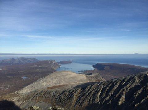 UAKSEPTABELT: Når ei av dei mest naturøydeleggande energiproduksjonsformene vert nytta i norsk natur, kor inngrepa aldri kan reverserast, er landbasert vindkraftutbygging heilt uakseptabelt, skriv artikkelforfattaren.