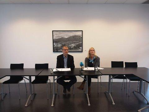IKKJE TEMA: Olve Grotle (H) og Gunn Merete Paulsen (V) under pressekonferanse i samband med varaordføraren si godtgjersle. Dei seier at løn aldri var tema i forhandlingane.