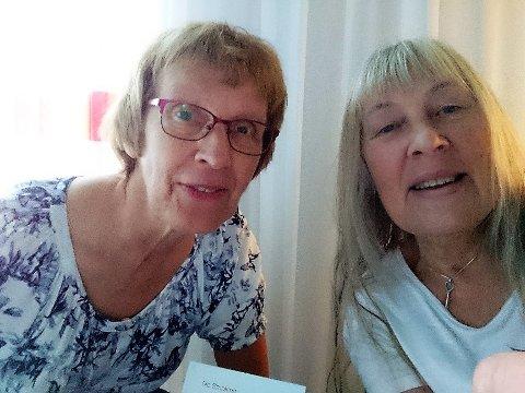 ENDELEG UTE: Randi Hellesen t.v. og Grete Røed på Gardermoen og Norge der dei ventar på flyet til Florø. - Berre eg snakkar om det vi har opplevd får eg frysningar, seier Røed.
