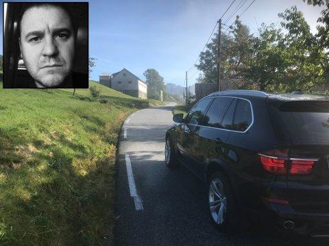 VIL HA STOPP: Freddy Sårheim Brakestad ber om at større køyretøy ikkje lenger får køyre Fv. 5763 mellom Helte bru og Øvreset.– Vegen er ikkje bygd for den trafikken som er her i dag, seier han.