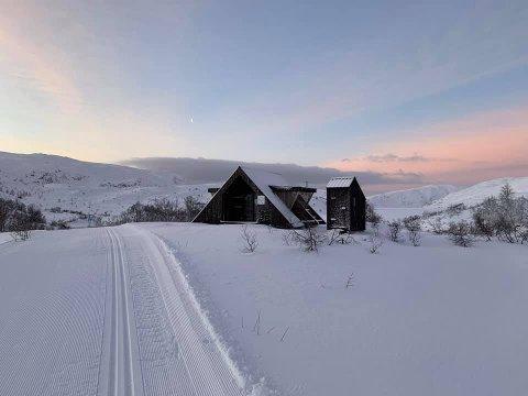 DAGSTUR: Skiløypa til Sipli skisenter i Høyanger går forbi dagsturhytta Synken.