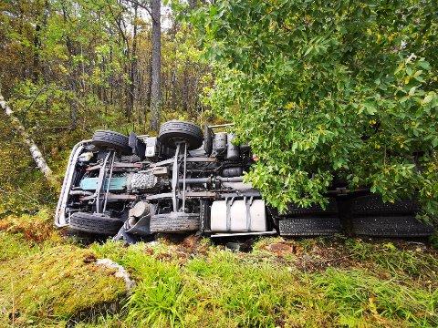 VELTA: Betongbilen var på veg frå Florø til Rugsund då ulykka skjedde nær Svelgen sentrum.