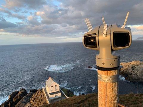 DIREKTE: Web-kameraet på Kråkenes Fyr gir deg full utsikt over Stadhavet og stadlandet.