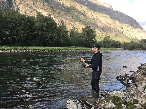 DRONNINGA:  I fjor vart det landa 304 fiskar i Lærdalselva inst i Sognefjorden – Dronninga blant lakseelvar.  Produksjonspotensialet er 17.000, seier styreleiar Ola Petter Bøe i elveeigarlaget.