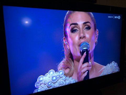"""RAUK UT: Tone Damli kom ikkje til superfinalen under Melodi Grand Prix i Trondheim Spektrum laurdag kveld. Ho framførte låten """"Hurt sometimes"""" framfor 8000 publikummarar i salen, og for alle som følgde med på direktesendinga til NRK."""