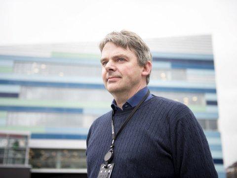 VIL RÅKE SKULANE: Vestland fylke har 45 skular. Fylkesdirektør Bjørn Lyngedal  fortel at det vil komme stengingar av desse. – Det er berre eit spørsmål om tid, seier han.
