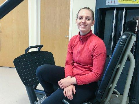 HEIMEKONTOR: Fysioterapeut, Nora Karoline Berge (26), kjem med tips til kva ein bør tenke på når ein må ha heimekontor.