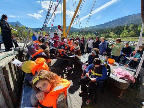 """TOM TURBOK: MS """"Atløy"""" går mot ein stille sommar ved kai, og dei kjem til å mangle pengar til heilt naudsynt sertifisering av både mannskap og båt."""